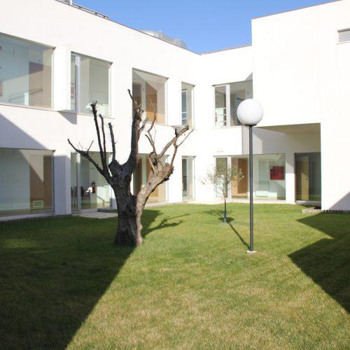 interior lar